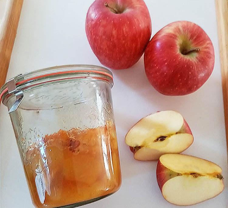 Torta di mele in vaso di cottura